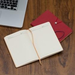 Caderneta tipo moleskine com fecho de pino e elástico de nylon para lacre