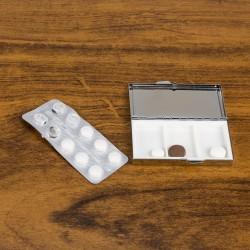 Porta comprimido de metal com 3 divisórias